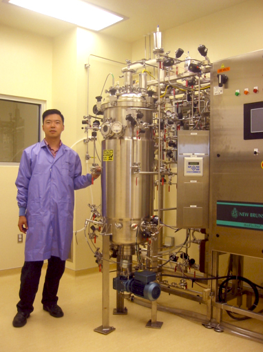 Dr. Woo in the GMP facility at Scott & White Cancer Research Center.